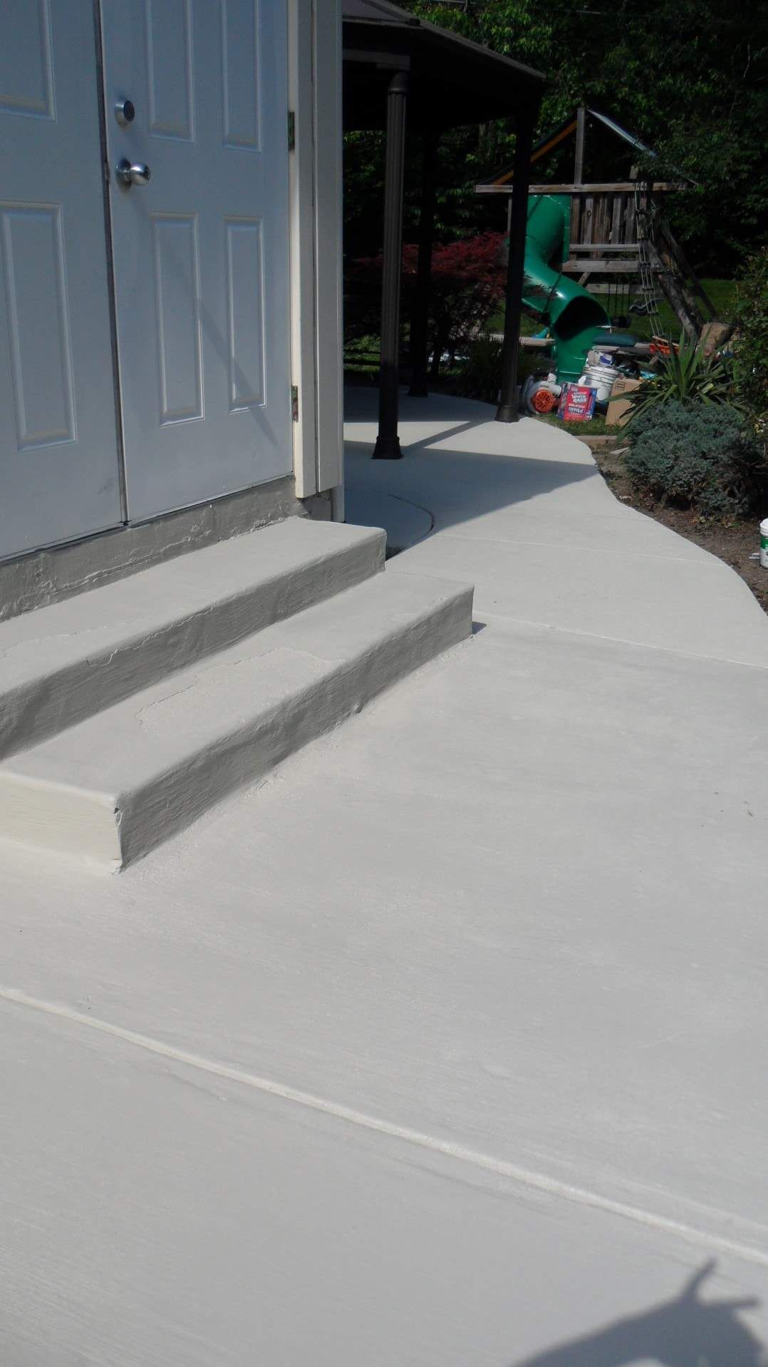 Woohoo Our Painted Concrete Patio Is Done Everything Karupped Concrete Patio Makeover Concrete Patio Paint Concrete Patio
