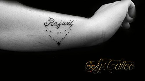 Tatouage Prenom Calligraphie Ecriture Attachee Simple Et Souple