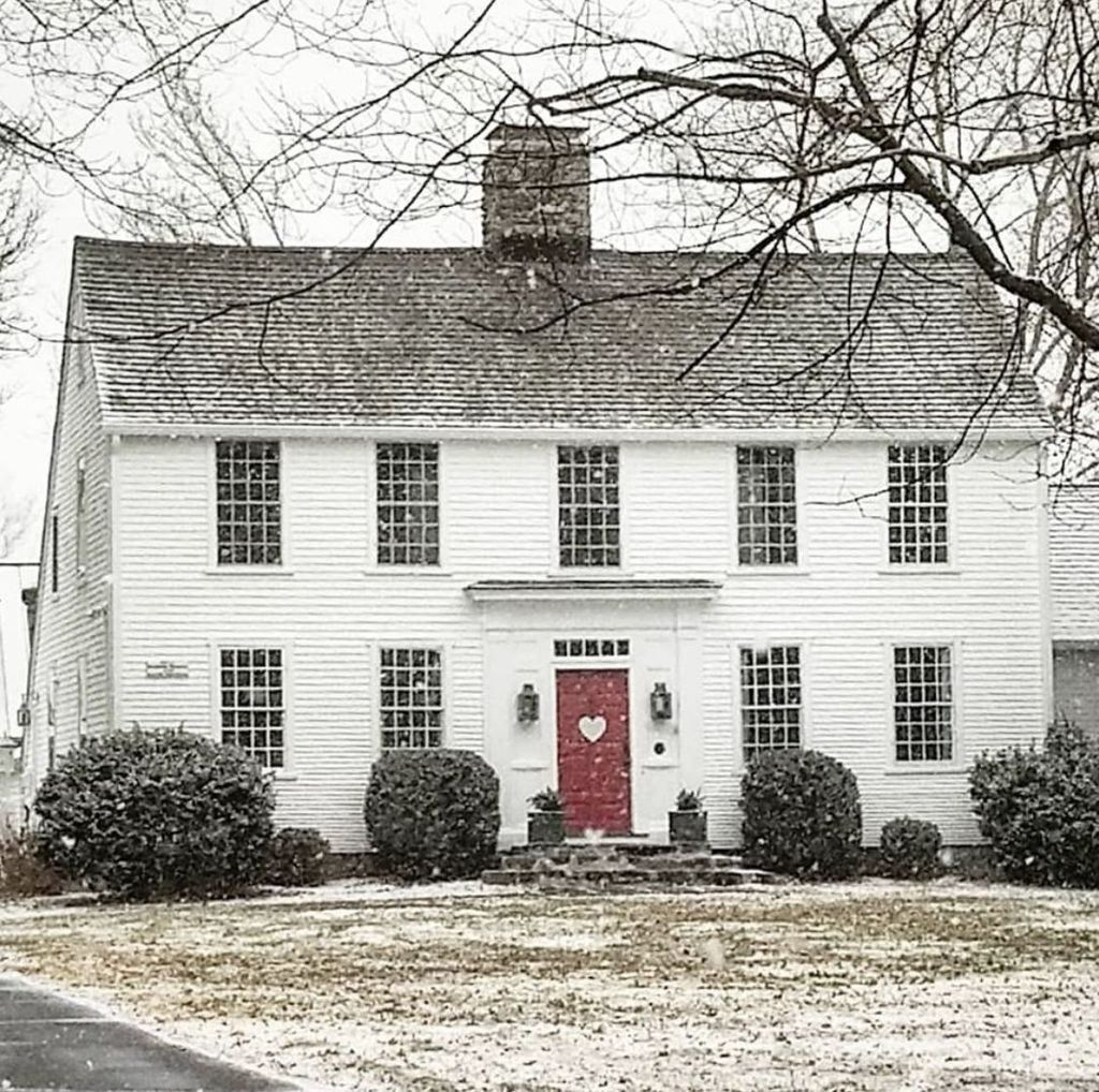 New England Colonial Revival Farmhouse New England Style Homes Colonial House Interior New England Farmhouse