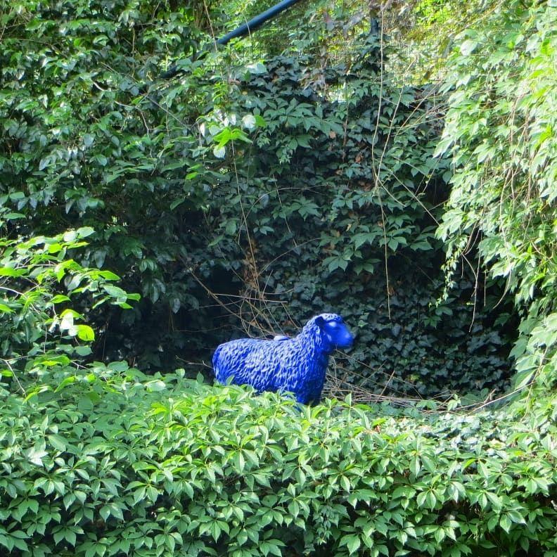 Ein Blaues Schaf Gesehen In Kladow Berlin Berlinmylove Berlinstagram Berlinickliebedir Dubists Garten Deko Ausflug Berlin Ick Liebe Dir