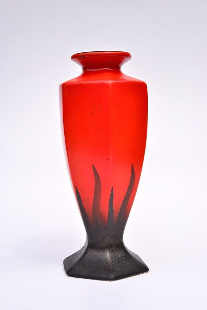 Vintage Art Deco 1920s Empire Ware Red And Black Flames Fronds Tall