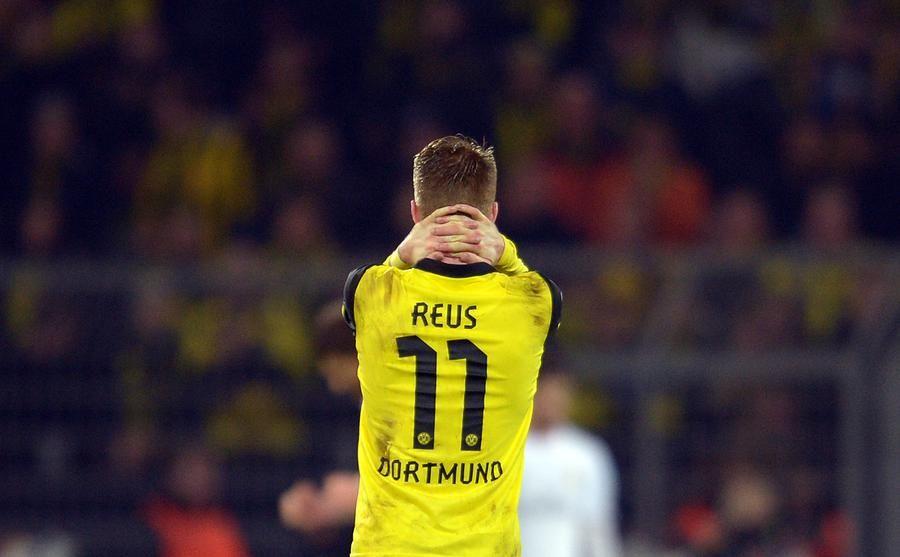 Fútbol Champions League en cuartos de final, partido de vuelta: Borussia Dortmund - Real Madrid el 08/04/2014 en BVB Stadion Dortmund (Nordrhein-Westfalen).  De Dortmund Marco Reus es después del partido en la cancha.  Foto: Federico Gambarini / dpa +++ (c) dpa - Bildfunk +++