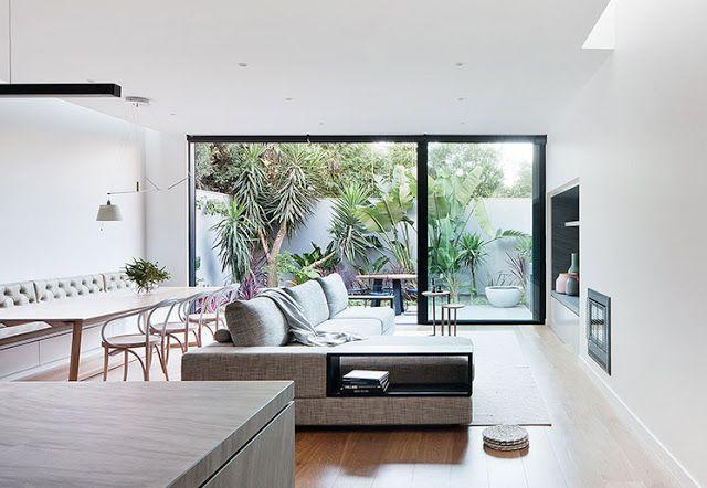 Una cocina minimalista ambientes en 2019 courtyard for Casa minimalista interior cocina