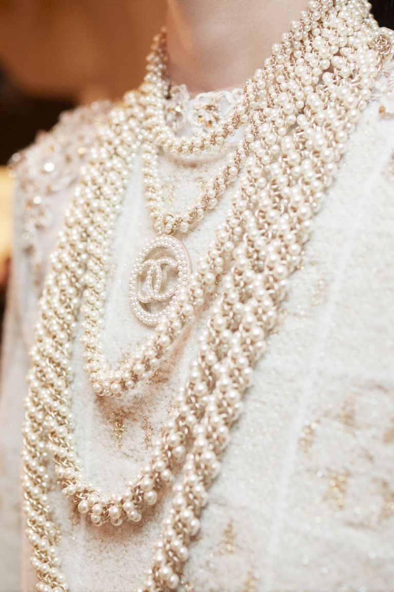 1de88fdabf02 Chanel .The most beautiful details Bijoux De Luxe, Colliers, Accessoires,  Haute Couture