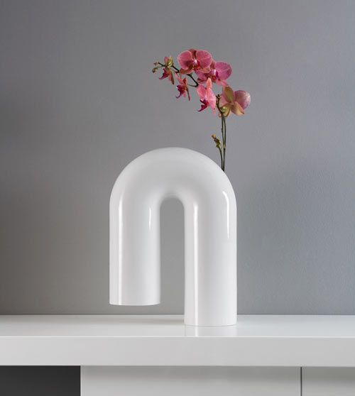 After a year post-launch, Italian brand Enzyma is back with the start of a year full of household furnishings and the first up is Shaky, a vase designed by founder Gianluca Sgalippa.
