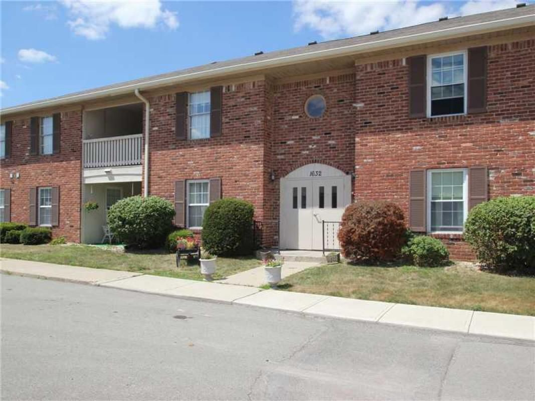 Completely updated upper unit  for $74,000 with NEW Carpet, vinyl & paint through the whole unit. Windows & kitchen cabinets are also updated. Living room with 2 sided wood burning fireplace. Master bedroom is huge & has 2 closets. All appliances in kitchen. Home has a 12x10 private balcony & an over sized 1 car garage.