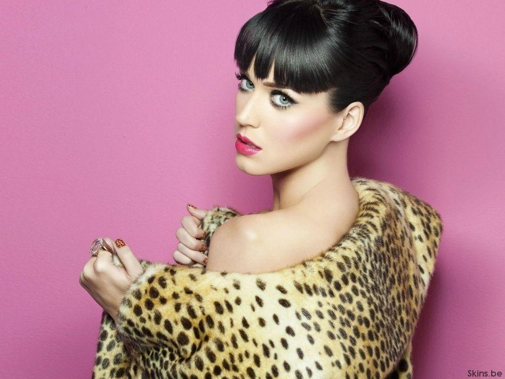 Katy Perry luciendo una piel de leopardo - Ingrid Yrivarren.