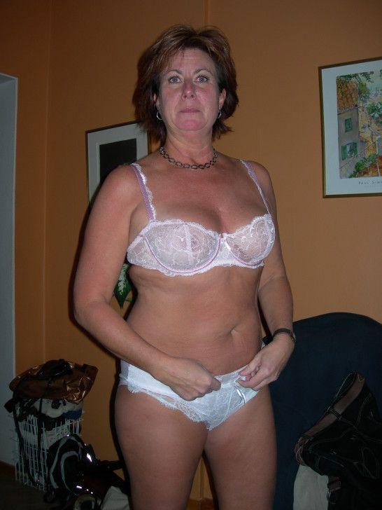 Frauen mittleren Alters in Dessous