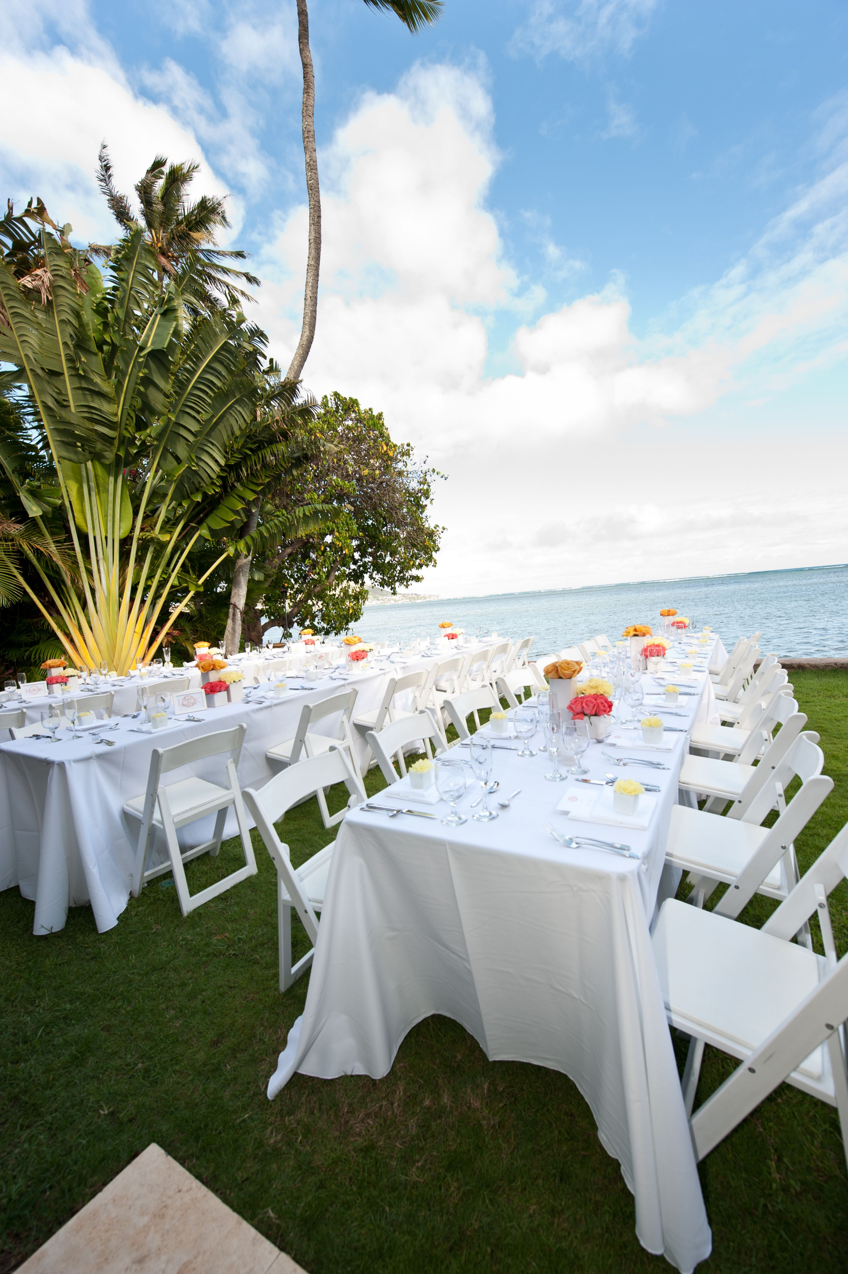 Black folding chairs wedding - Rectangle Banquet Tables And White Resin Chairs We Have White Resin Chairs