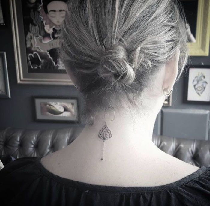 1001 Idees Tatouages Neck Tattoos Women Tattoos Et Back Of
