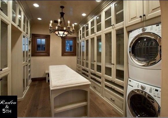 Small Walk In Closet With Washer Dryer Washer And Dryer In A