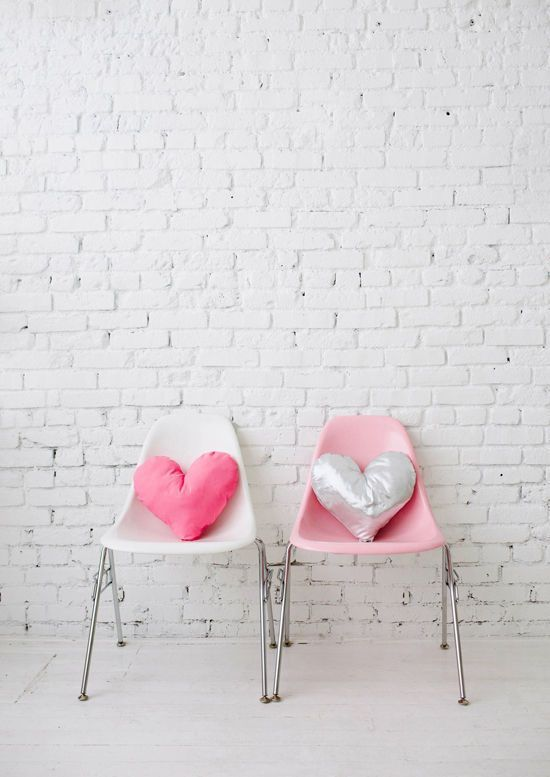 These Small Heart Shaped Pillows Spotted On Design Love Fest Require A Little Sewing But Look Easy Enough To Complete 7 More Charming Valentines Day DIY