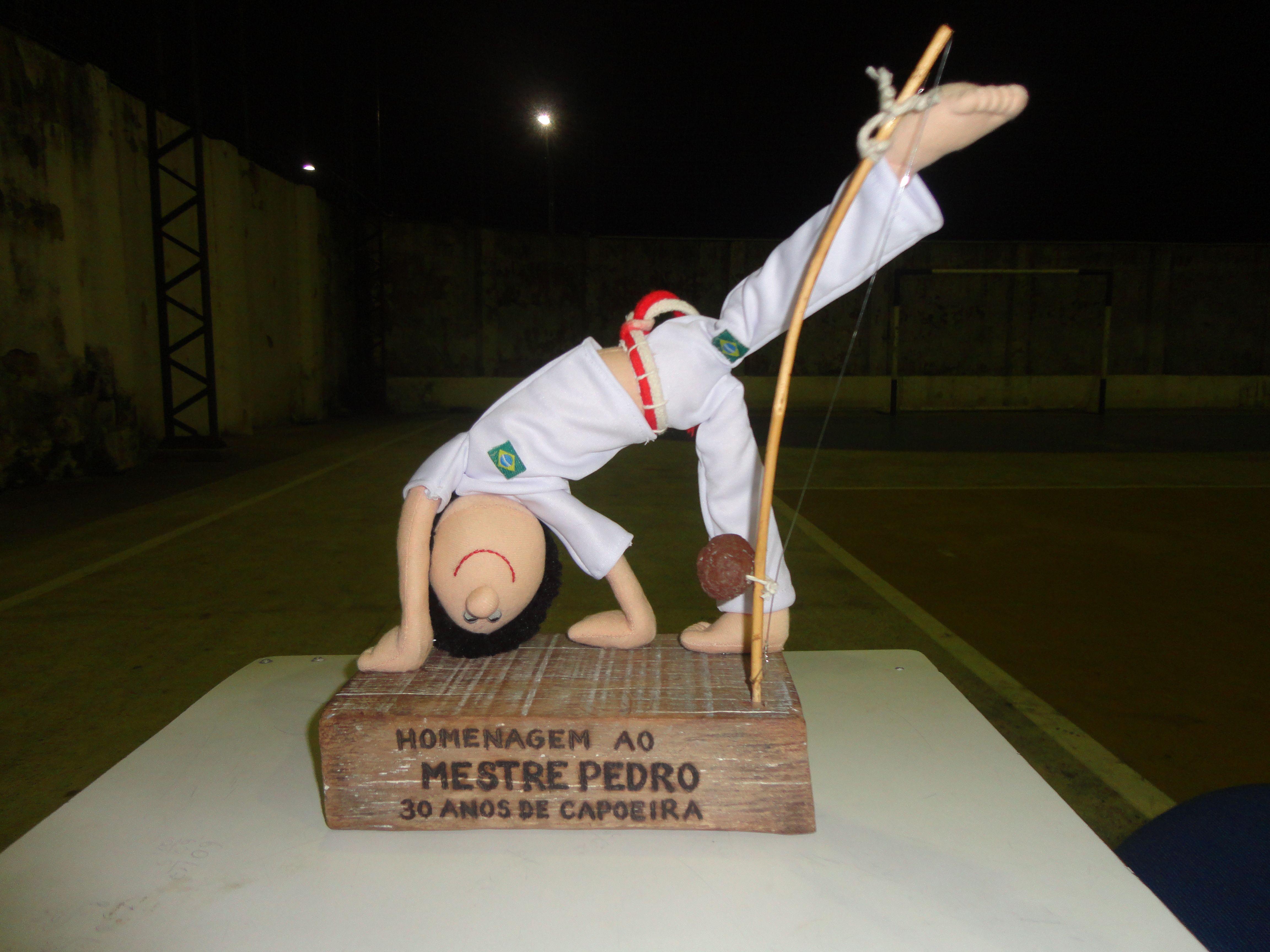 Boneco, feito por mim, para homenagear o meu mestre de capoeira, Mestre Pedro Alves Vieira Filho - Fundador e Presidente da Fundação Arte Brasil Capoeira -FABRAC.