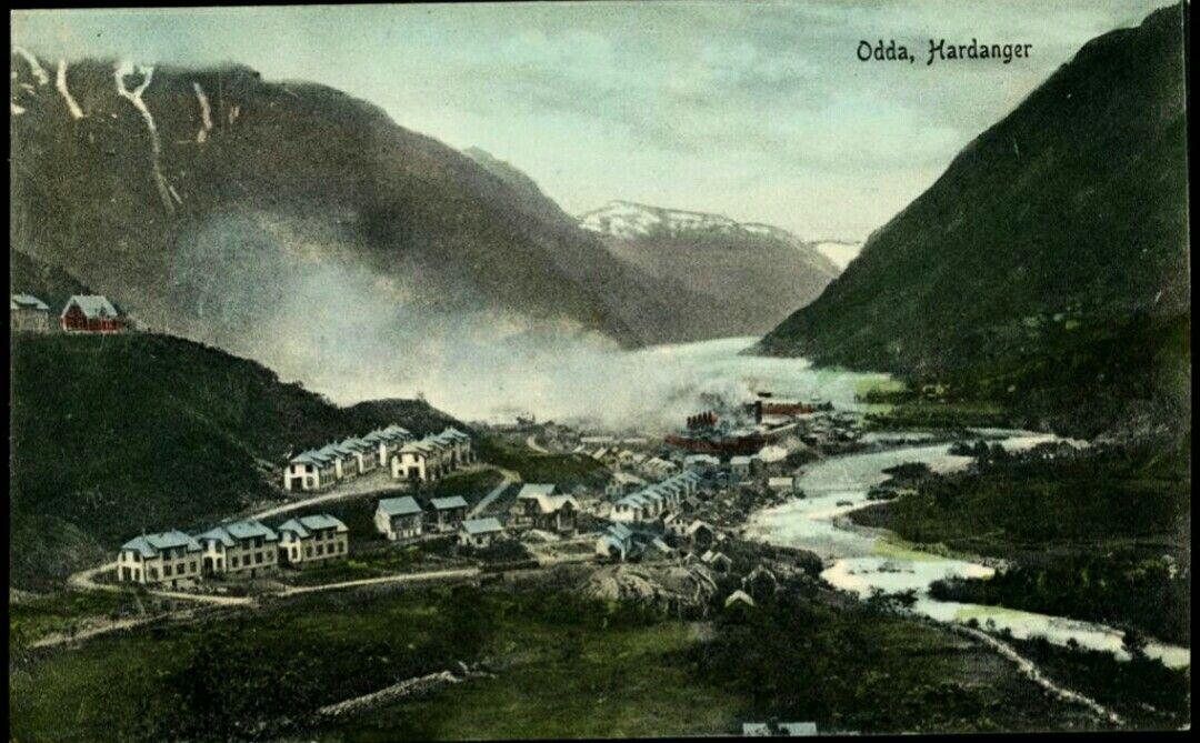 Hordaland fylke Odda kommune Hardanger, oversikt av stedet med bebyggelse og fabrikker. Utg C.A.Erichsen, Christiania. tidlig 1900-tallet