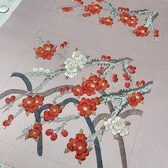 Spring~~봄을 알리는 매화  #spring#봄#매화#전통자수#전통자수배우기 #니들스튜디오 #홍매화#백매화#한정혜디자인 #needlestudio #needlework #handcraft #handstitch #embroidery #stitch -