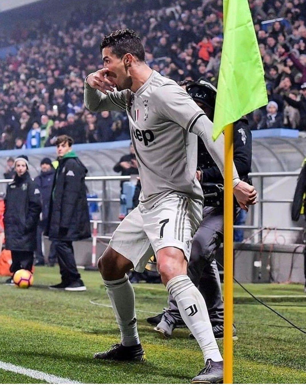 Ronaldo Makes A New Celebration Mixing Siiii Dybala Mask