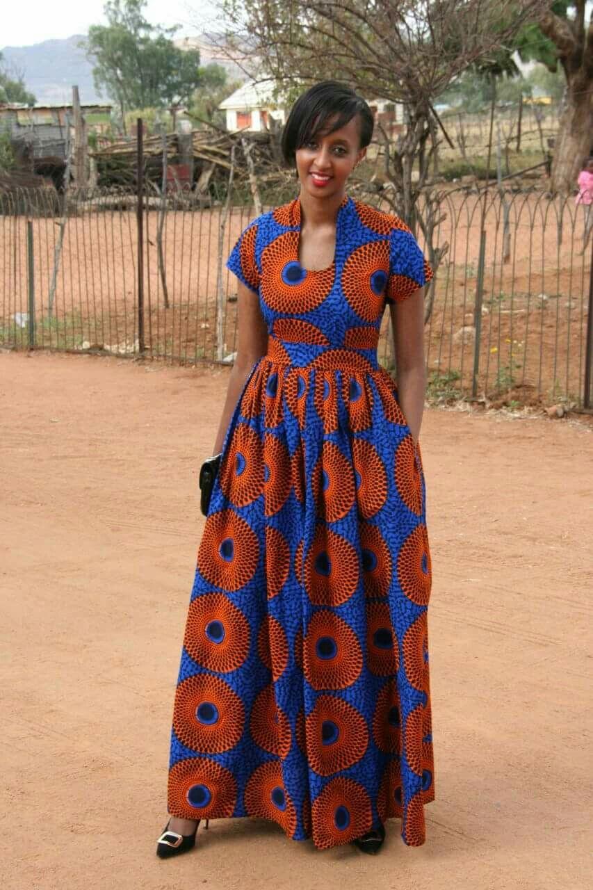 pingl sur long dresses pinterest robe pagne pagne et robe pagne africaine. Black Bedroom Furniture Sets. Home Design Ideas