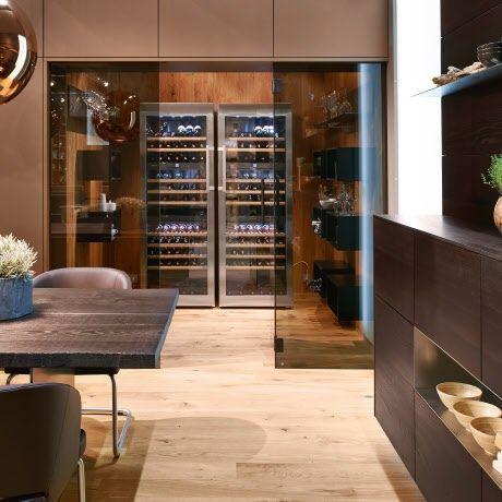 Edle high end küche von intuo mit weindegustationsraum