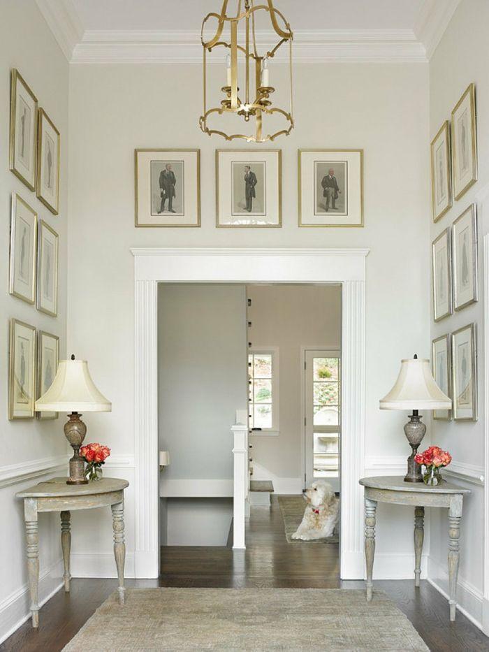 Flur Weiße Wandfarbe Beistelltische Blumendeko Eleganter Teppichläufer  Wohnideen Flur, Wandfarbe Weiß, Britischer Landhausstil,