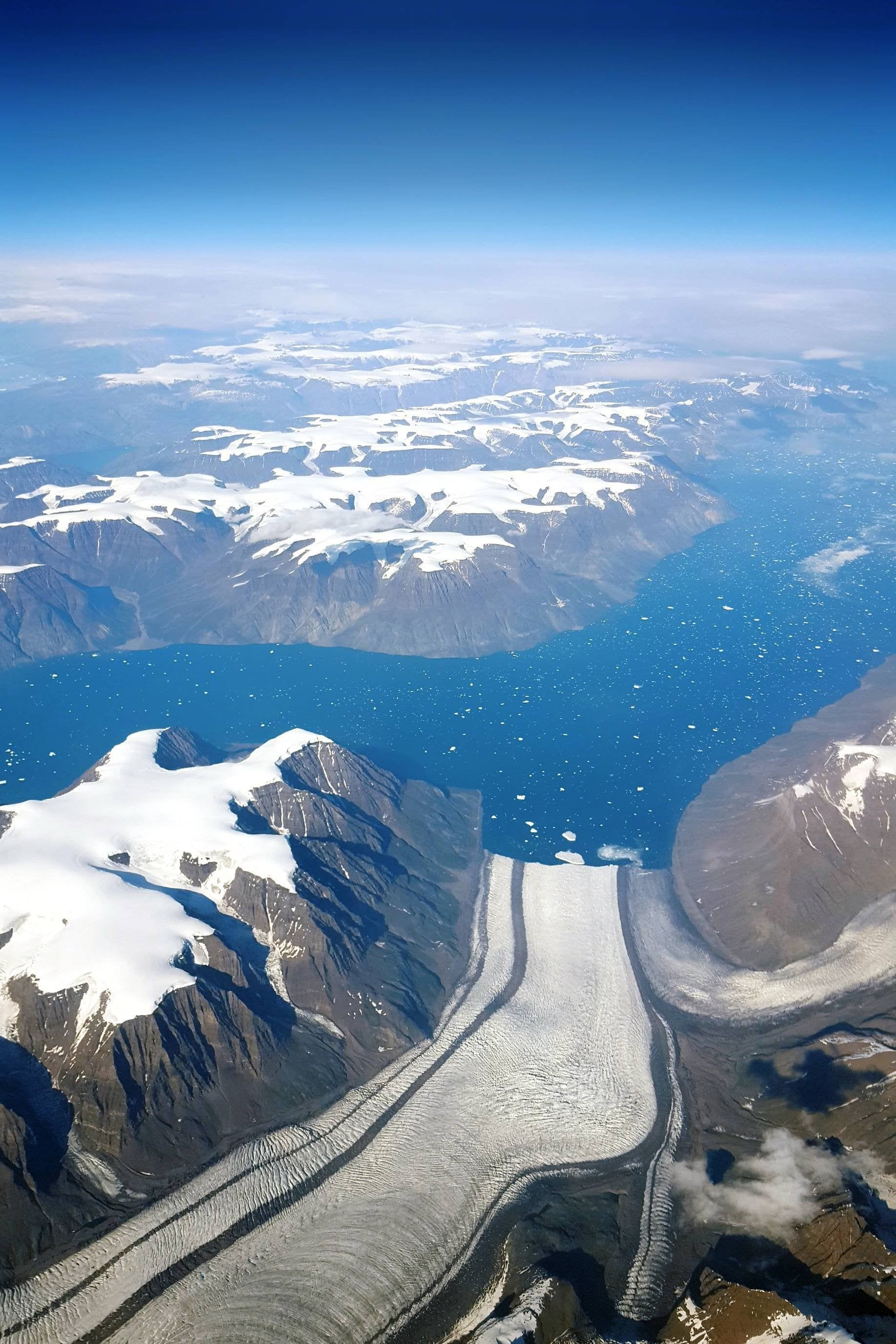 Flying over the massive glaciers of Greenland #nature #teesylvania #photos #amazingworld #world #amazingphotography #naturephotography #photography #incrediblephotos Check out teesylvania.com to find out how you can support the forests with style!