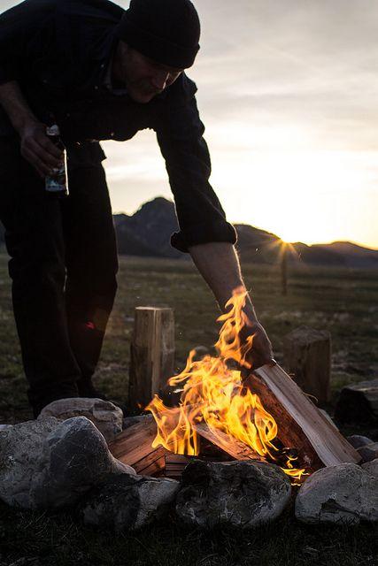 Fotos de alguien haciendo el fuego