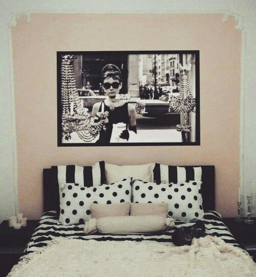 bedroom / queen size bed / audrey hepburn / ikea fur / candles