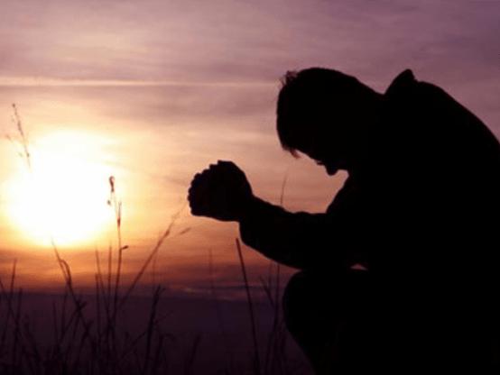 Agradecido Orando Dios De Rodillas Ante Dios Cristiano Imagenes Bonitas