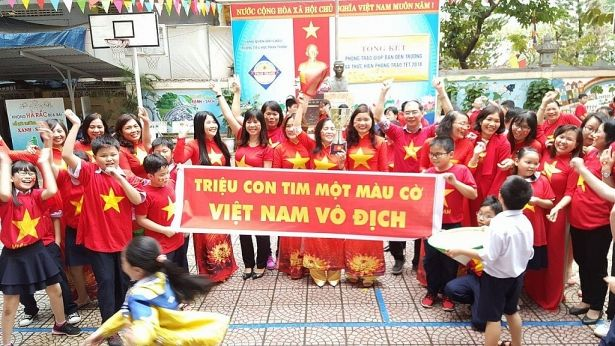 Áo cờ đỏ sao vàng trường tiểu học Phan Thanh - Hình 1