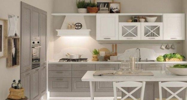 Cucina classica grigia e bianca - Modello con ante a vetro, un ...