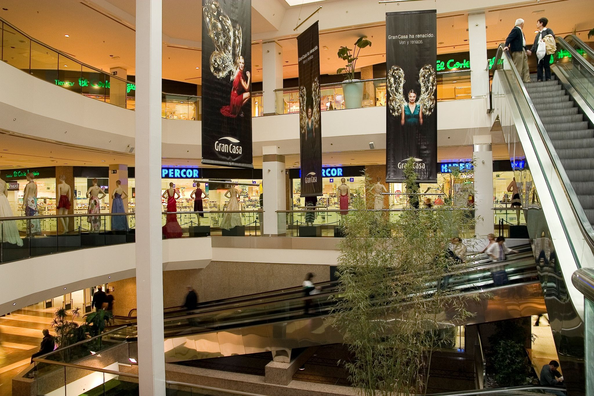 Tiendas En El Centro Comercial Grancasa De Zaragoza Centro Comercial Restaurantes Tiendas