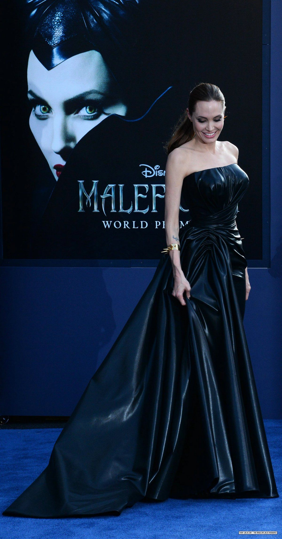 Angelina Jolie Brad Pitt World Premiere Of Disney S