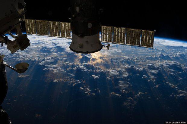 La Estación Espacial Internacional tomó una increíble foto cuando pasaba sobre Brasil. En la imagen, captada por uno de los astronautas, puede verse un denso muro de nubes de tormenta cubriendo el Océano Atlántico, como si fuera una enorme cordillera nevada.
