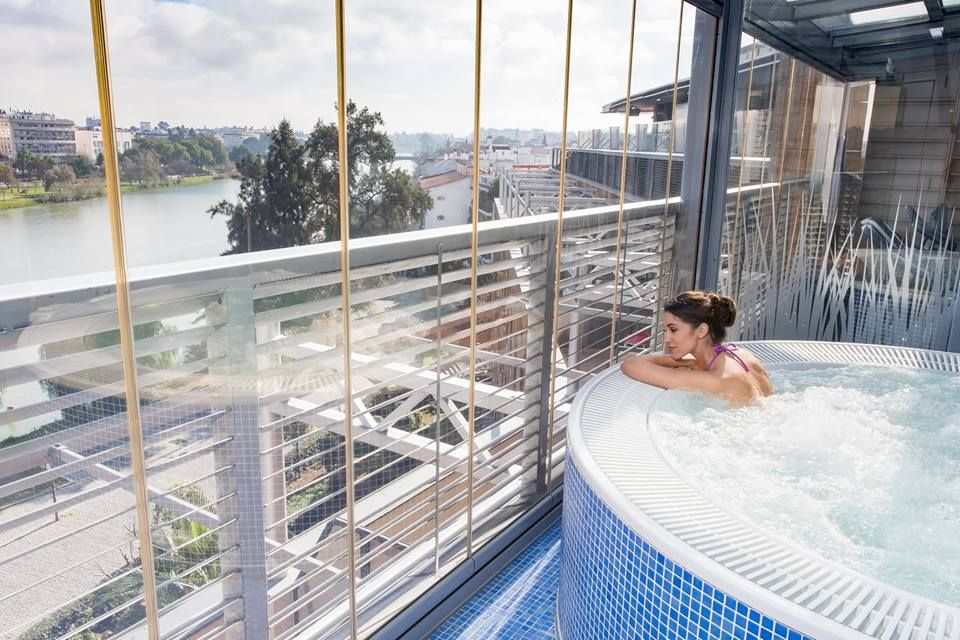 Relajate Y Disfruta Mientras Observas Las Increibles Vistas Del Rio Guadalquivir En El Spa Wellness De Nuestro Hotel Sevilla Hotel Spa Vistas