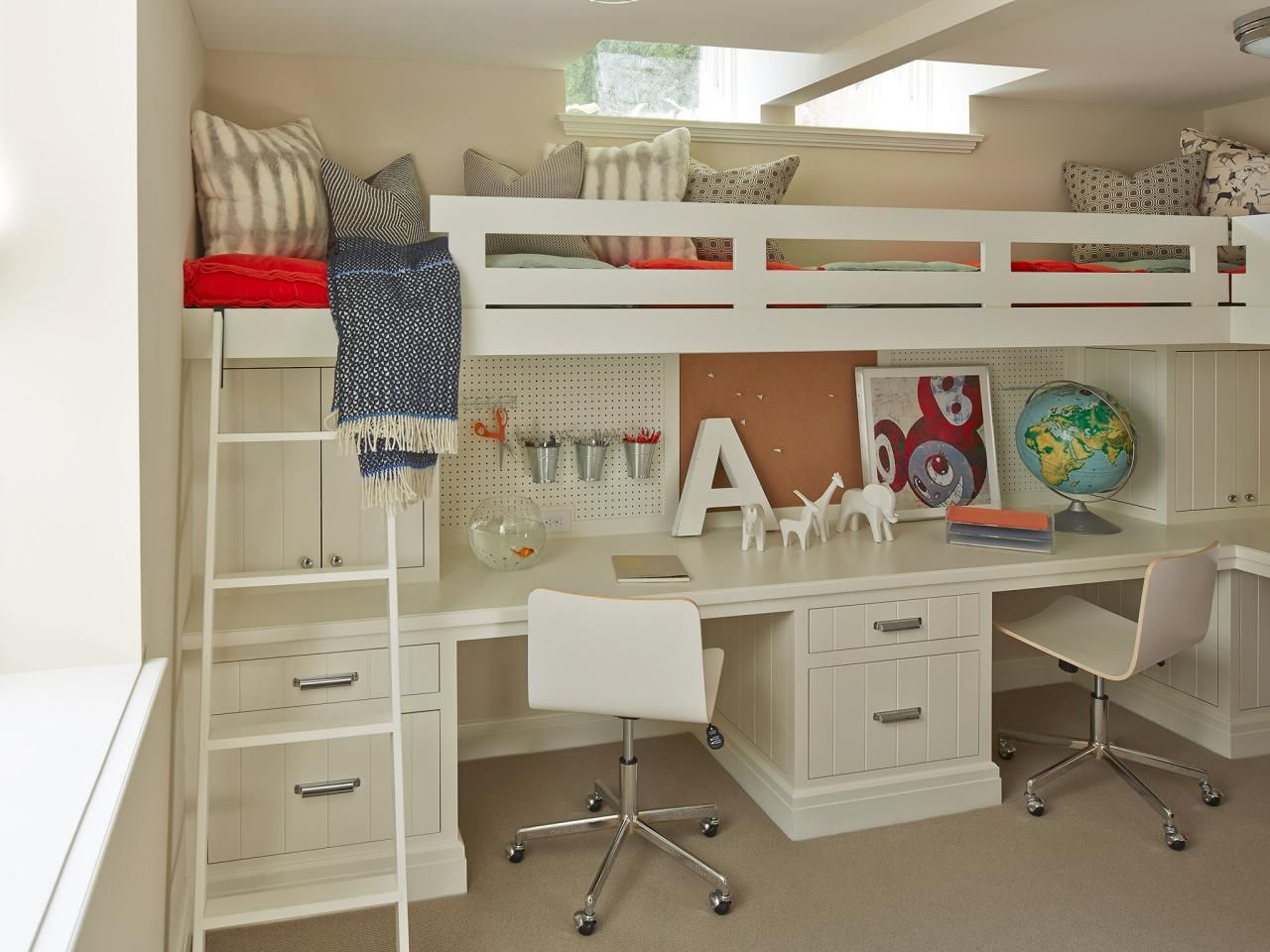 Home Office With Built In Desk And Loft Bunk Bed With Desk Bunk Beds Built In Bunk Bed Designs Bunk beds with built in desks