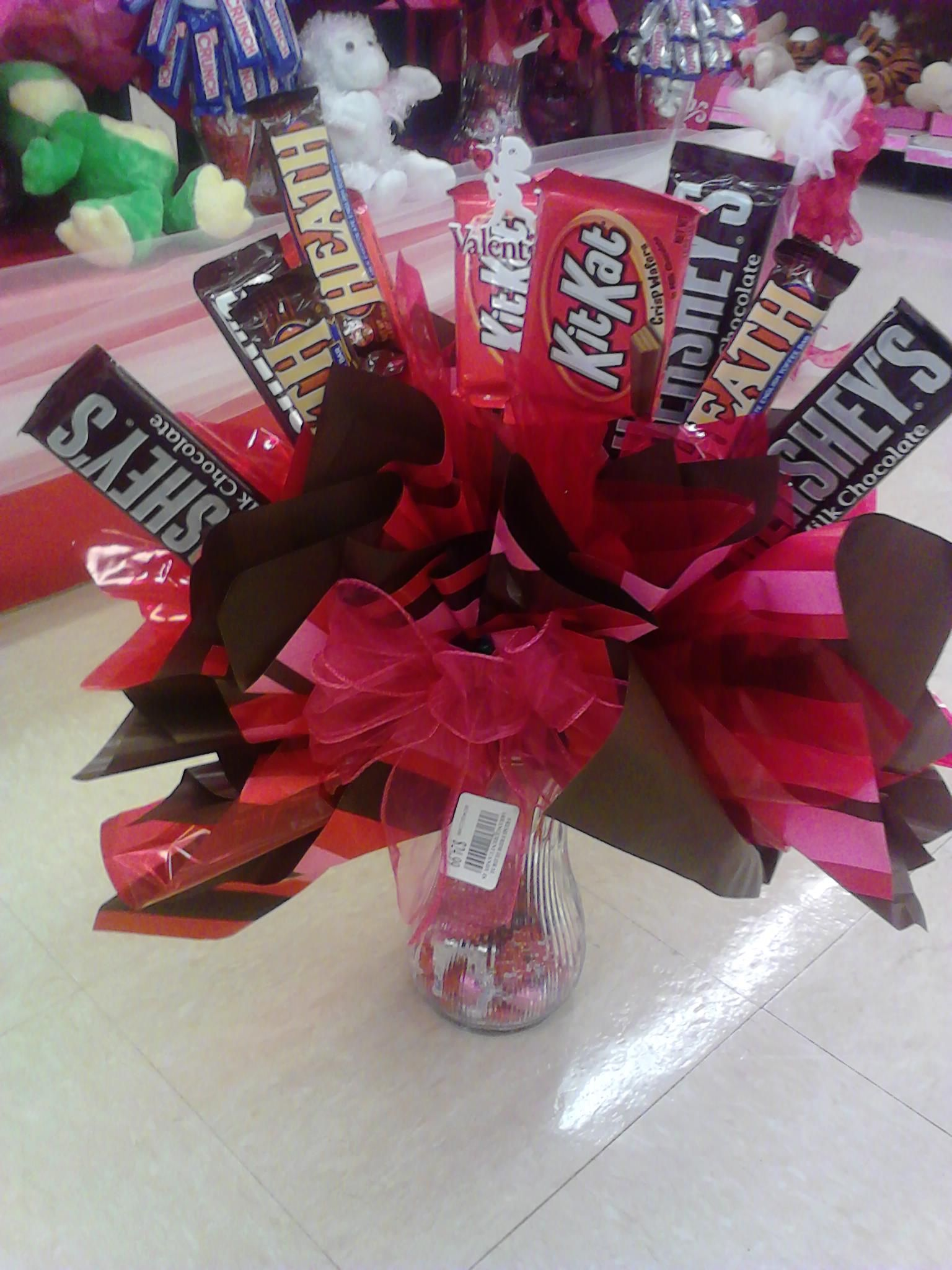 Chocolate bouquet on pinterest candy flowers bouquet of chocolate - Valentine S Who Needs Flowers When You Can Have Chocolate So Easy To Make With Vase Candy Arrangementschocolate