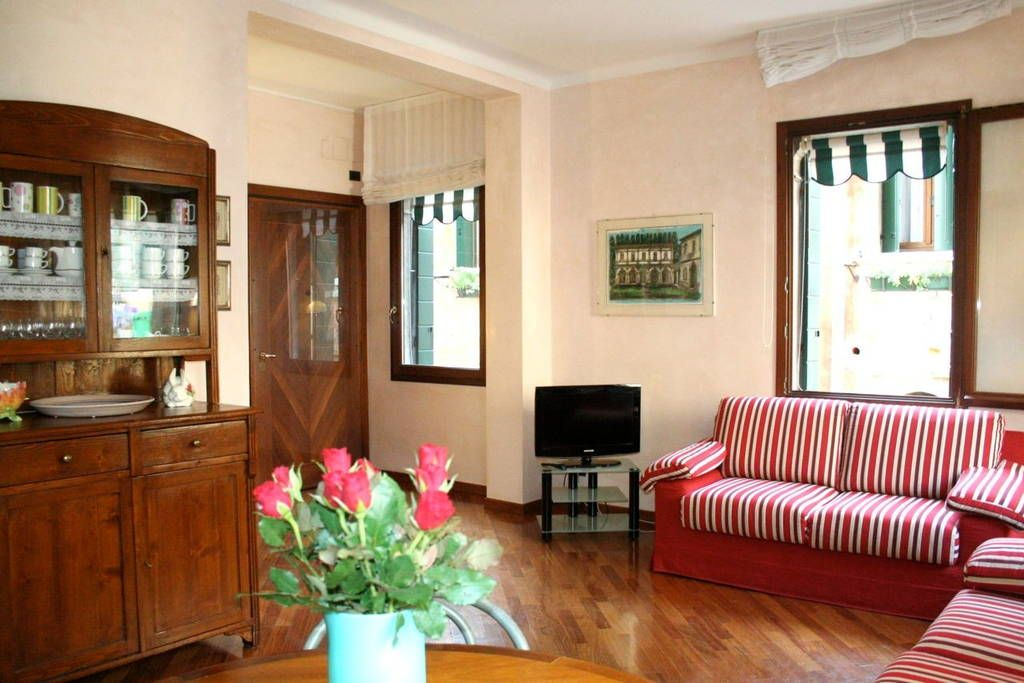 Apartment in Venice, Italy. This recently restored apartment is located on the 1st floor of a Venetian palace in the heart of the city. As soon as you walk through the front door you are greeted by a warm, hospitable and very bright where you can relax and feel at home. The ...