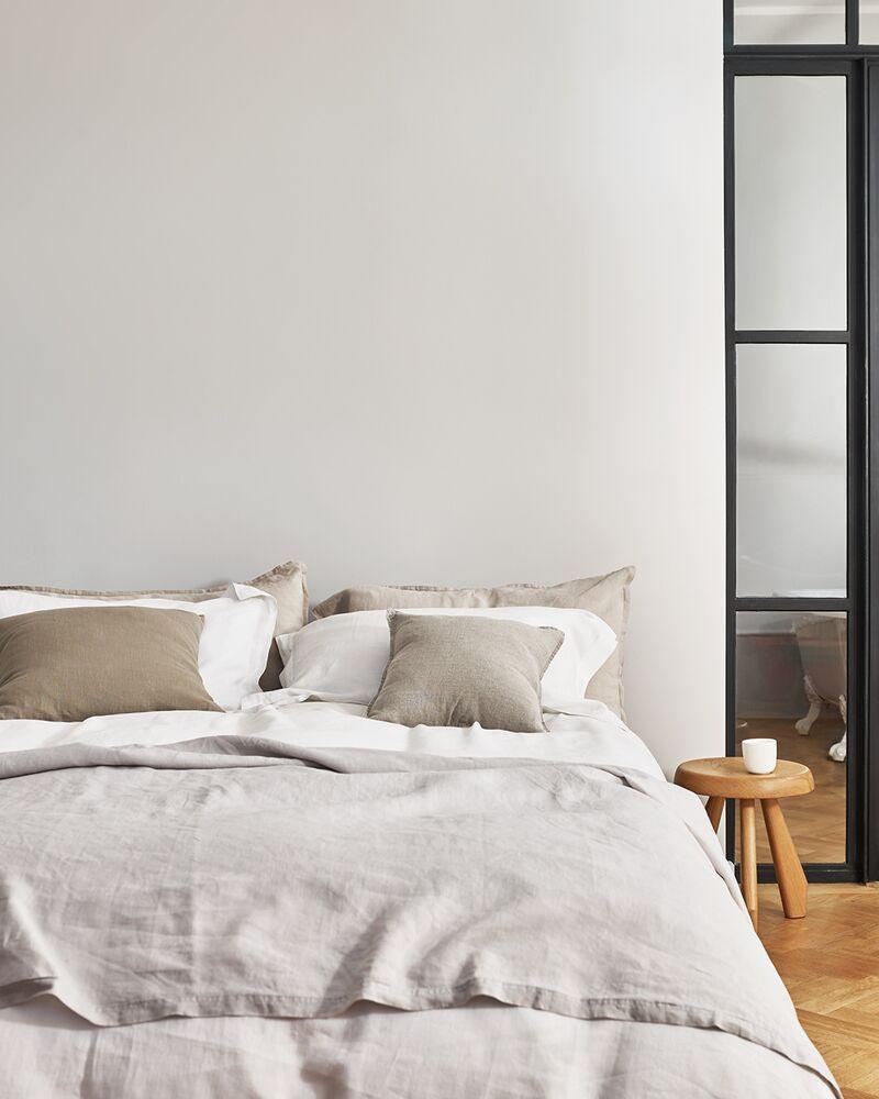 Idées peinture pour une chambre crème  Chambres blanches modernes