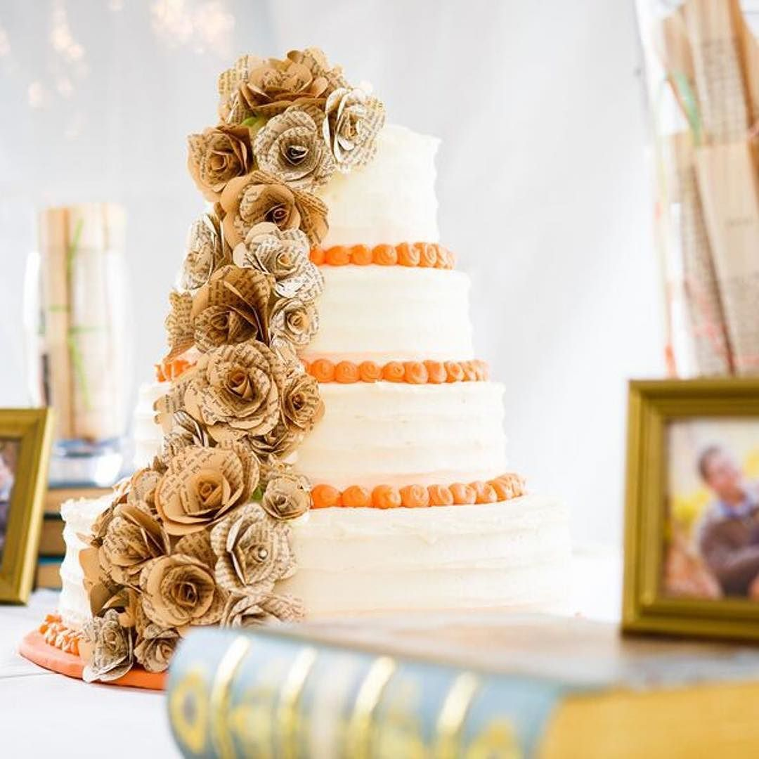 Talk about keeping your wedding cake on theme. This gorgeous cake ...
