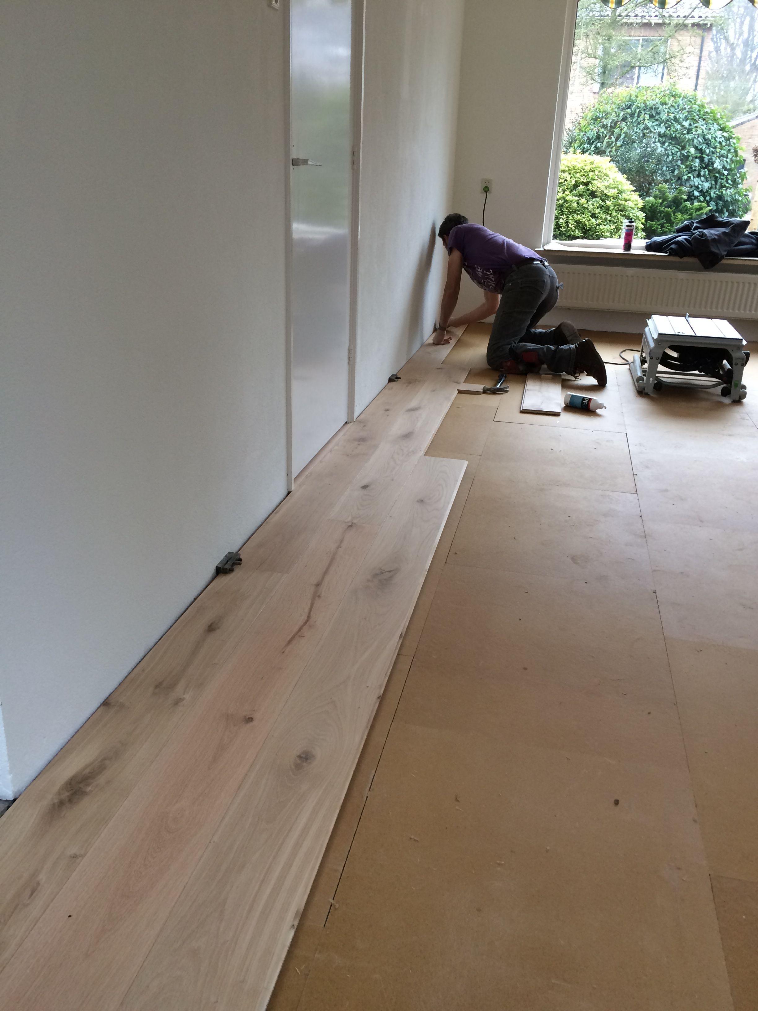 Ondervloer Eiken Vloer : Woonkamer aan het voorzien van eiken houten vloer op een db