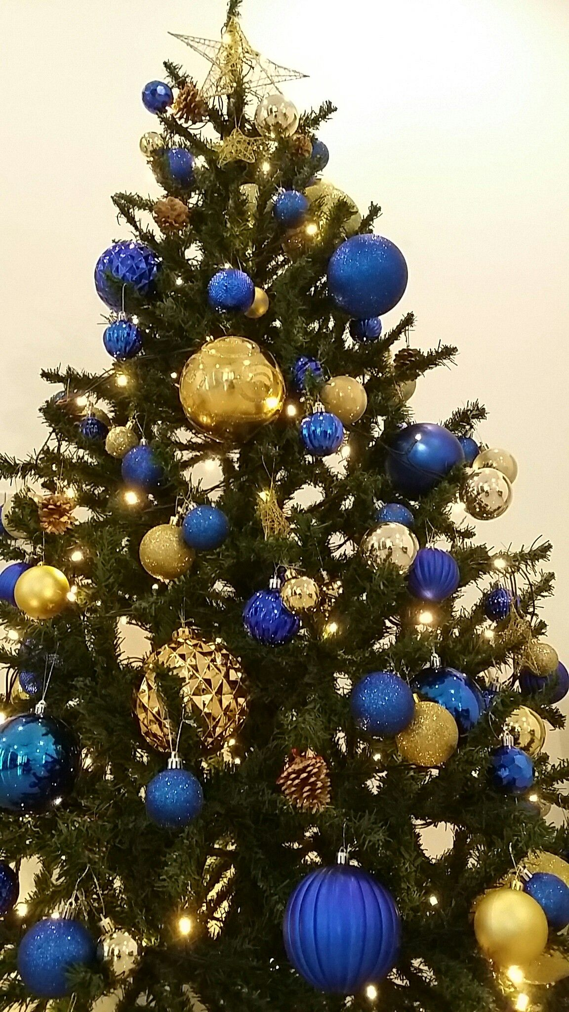 Blue And Gold Christmas Tree Gold Christmas Decorations Christmas Tree Inspiration Blue Christmas Tree