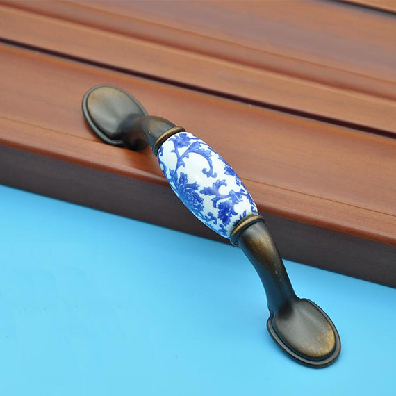 Dresser pulls drawer pull handles knobs blue flowers for Boutons de porte de placard originale