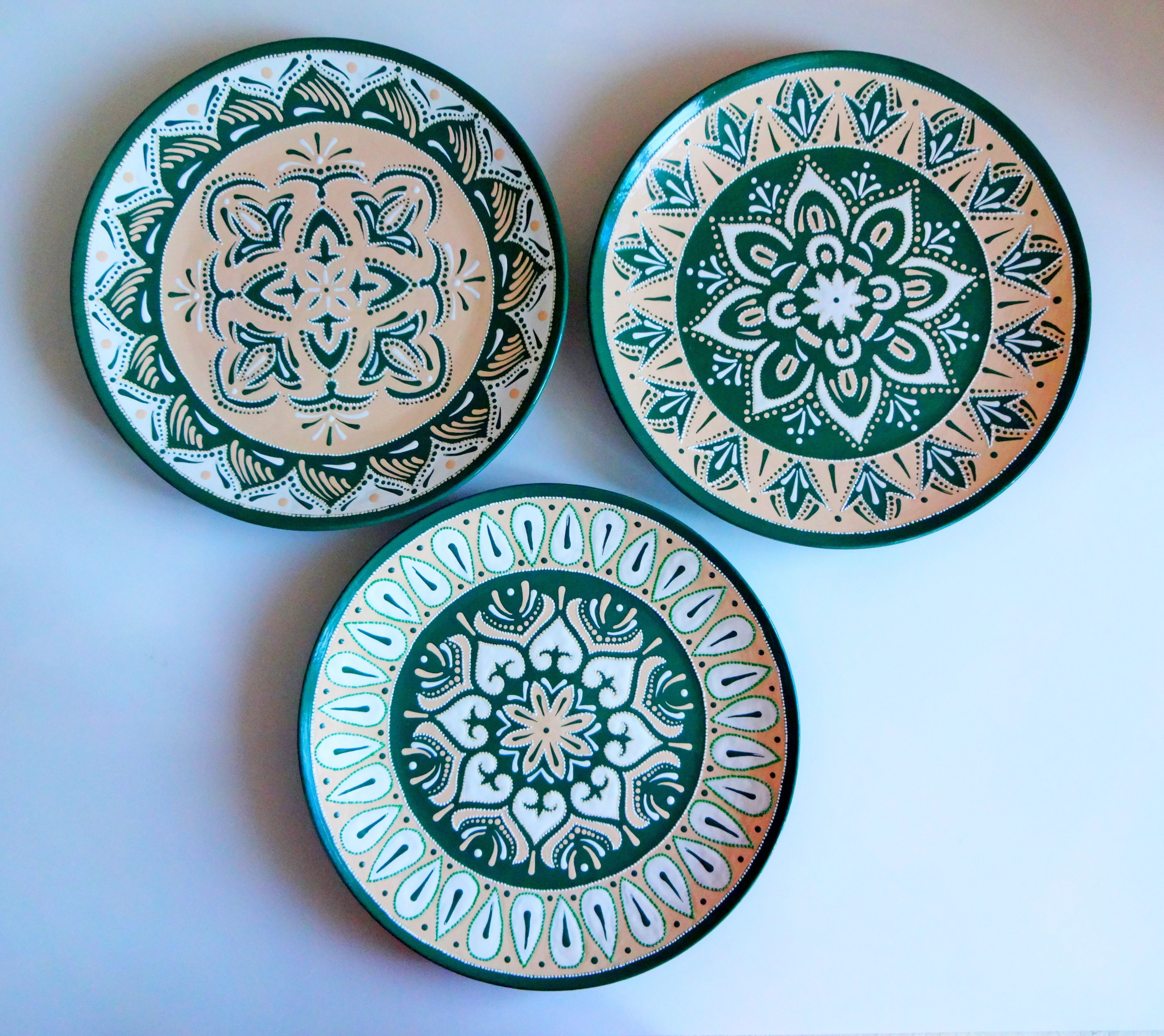 Set Of Decorative Plates For Hanging Colorful Plates Majolica Etsy In 2021 Hand Painted Plates Decorative Plates Painted Plates