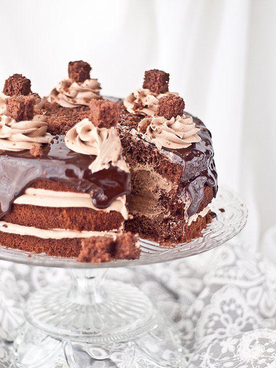 Deliciosa tarta de nutella y chocolate con una preciosa presentación que no os podéis perder de ninguna manera. ¡Irresistible! ¡Como siempre en Megasilvita!
