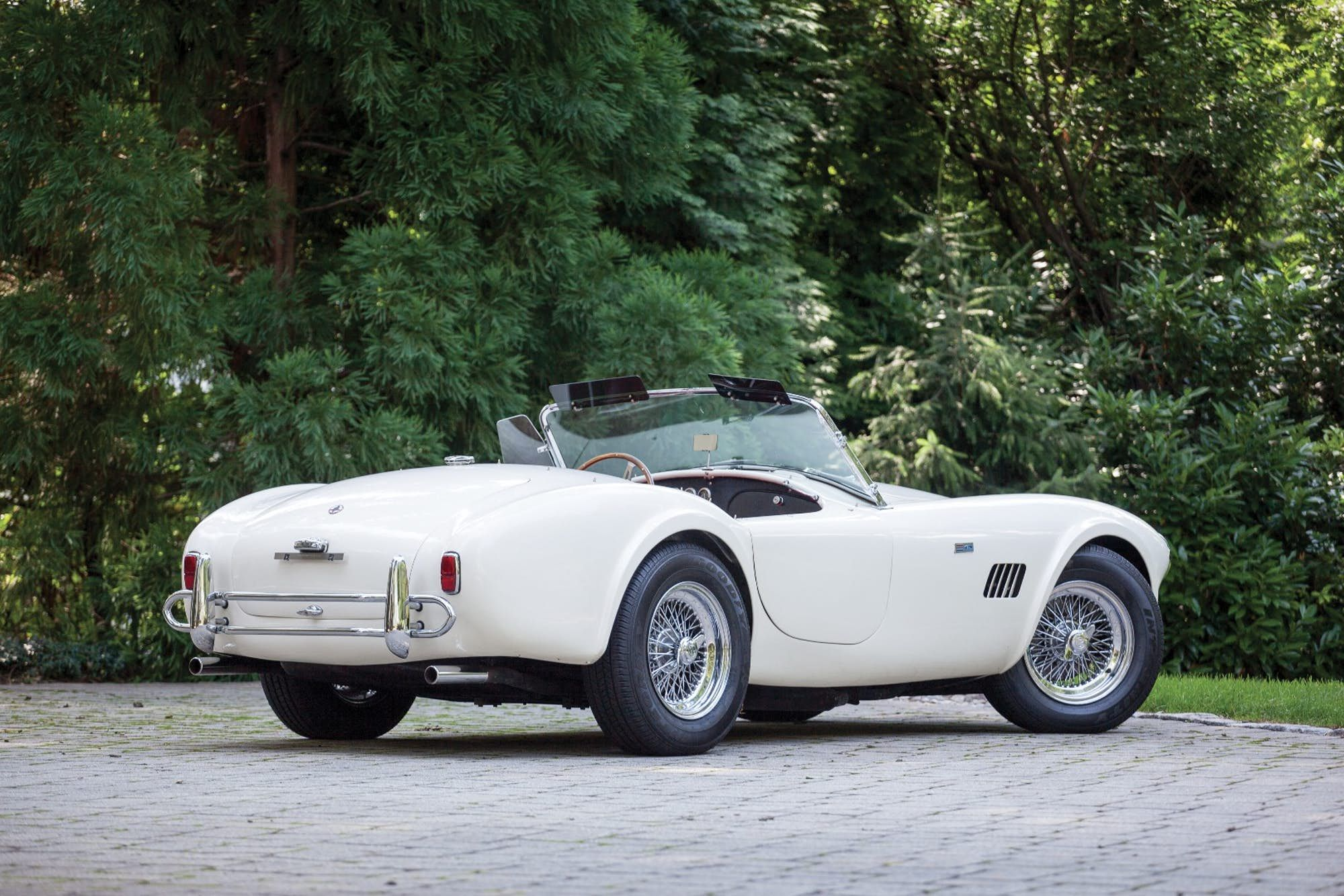This 1964 shelby 289 cobra has an estimated price of 950 000 to 1 100 000