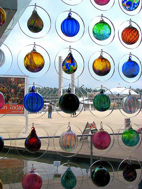 Museum of glass ornament art window displays empty for Glass bottle display ideas