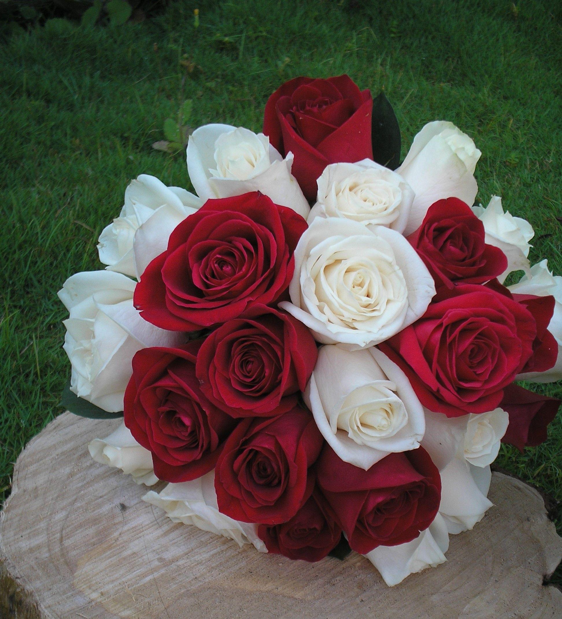Hermoso Bouquet De Novia En Rosas Blancas Y Rojas Bouquets Novias