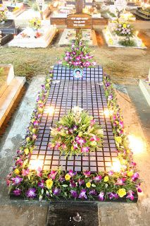 Florist Flower Decoration Stage Decor Vehicle Decor Cremation Tomb Burial Coffin Graveyard Flow Flower Decorations Gravesite Decorations Memorial Garden