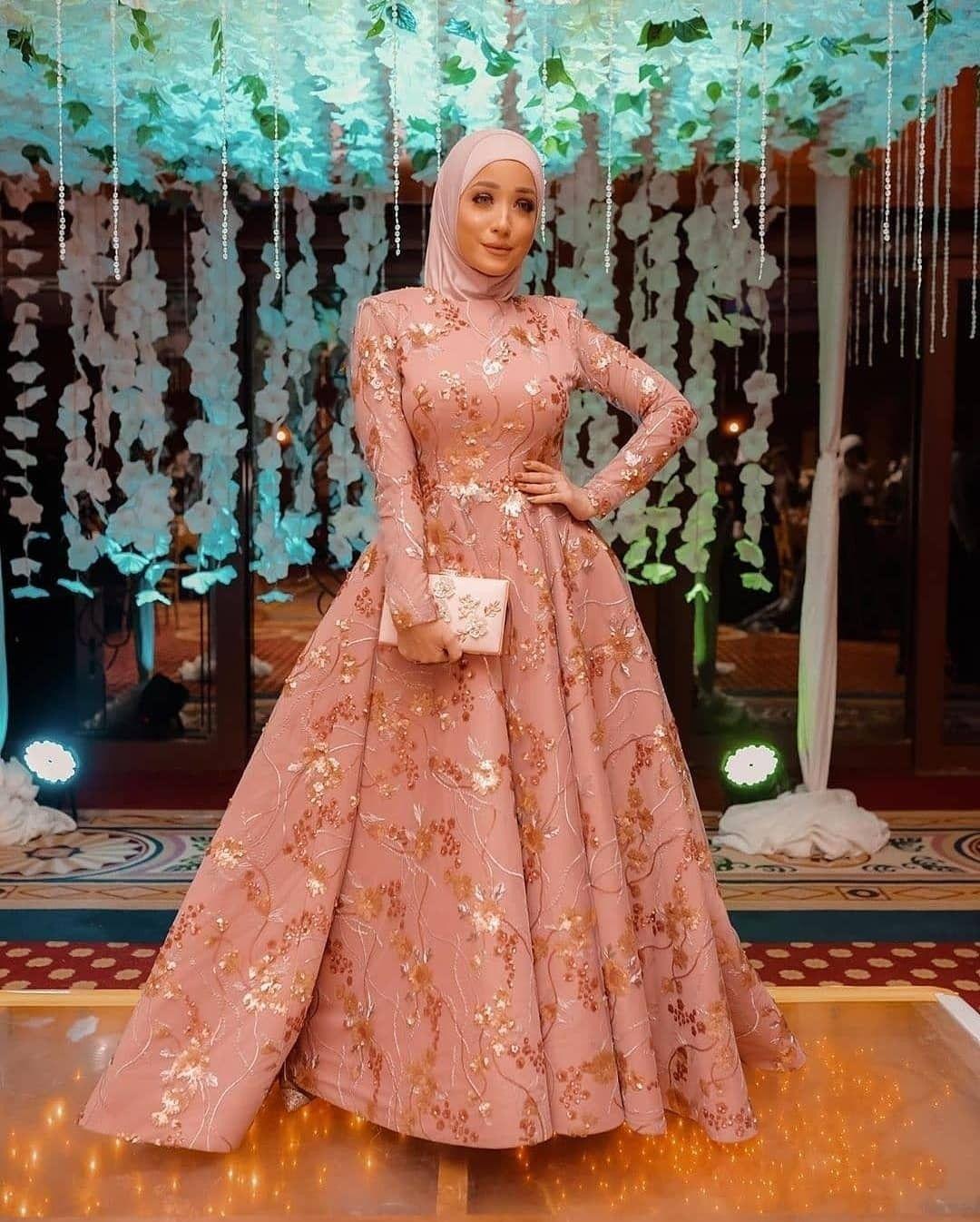 رايكم في الفستان شاهدي باقيه صور الفستان Muslimah Fashion Outfits Dresses Evening Dress Fashion