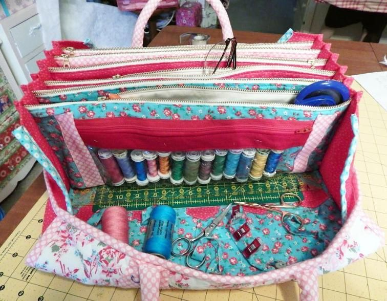 My Quilters Bee Bag | Bees, Bag and Bag sewing patterns : quilting tote - Adamdwight.com