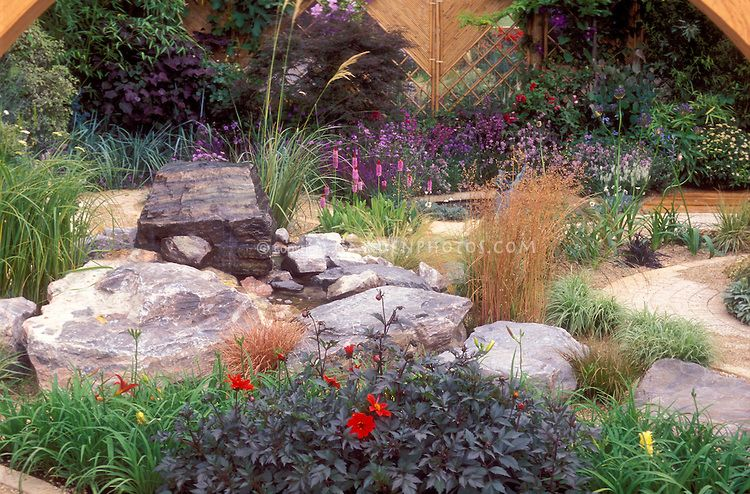 Ornamental grasses in a feng shui garden zen meditation for Landscaping ideas using ornamental grasses